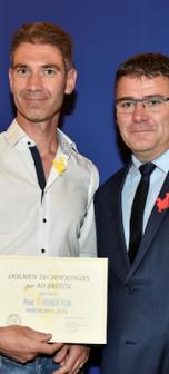 David Monteau remet le pass French Tech à David Godest