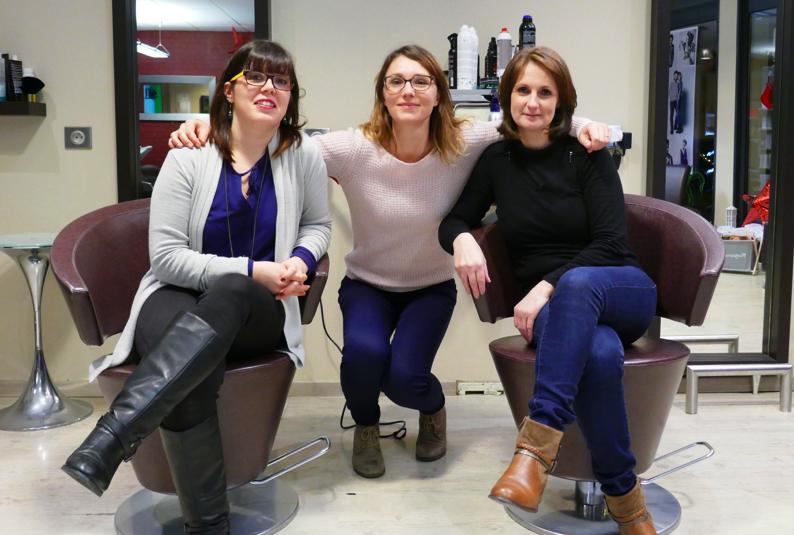Delphine, notre responsable communication aux côtés de Christelle & Stéphanie, coiffeuses au salon En Harmonie avec Vous