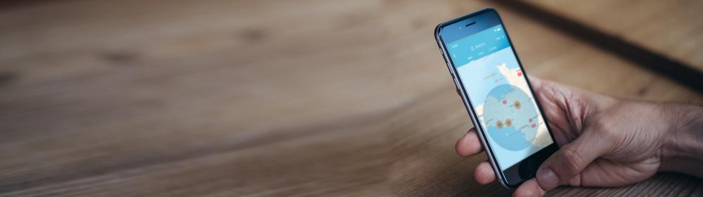 Smartphone avec l'option géolocalisation de Dolmen